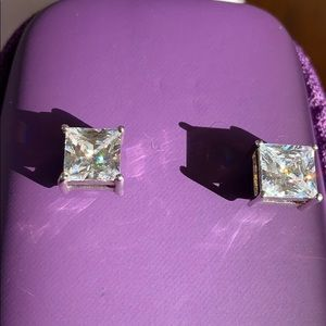 Magnetic Earrings stunning. Glimmer and 1.5 long